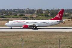 Luqa Malta - 7 Juni 2005: Boeing 737 Royaltyfri Foto