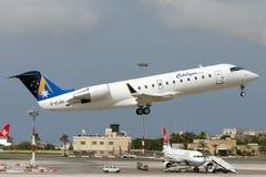 Luqa Malta, 12 Juni 2005: CRJ-200 tar av Arkivbild