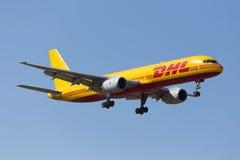 Luqa Malta 5 Juni 2015: DHL 757 landa landningsbana 31 Royaltyfri Foto