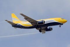 Luqa, Malta am 15. Juni 2015: Europe Airpost Boeing 737 auf Endanflug für Rollbahn 31 Lizenzfreies Stockfoto