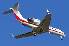 Luqa Malta 5 Juni 2015: Gulfstream dropp som landar landningsbana 31 Arkivbild