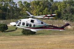 Luqa Malta 11 Juni, 2015: Helikopterelevator av Royaltyfri Fotografi