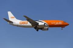 Luqa Malta 5 Juni 2015: Landa landningsbana 31 för TNT 737-400 Arkivfoto