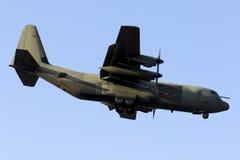 Luqa Malta 29 Juni 2015: Landning för C-130 Hercules Arkivbild