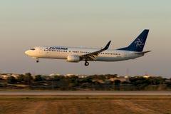 Luqa Malta 25 Juni 2005: landning för 737 solnedgång Royaltyfria Foton