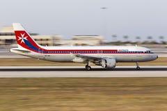 Luqa Malta 16 Juni 2015: Panorera på en luft Malta A320 Royaltyfria Foton