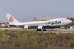 Luqa, Malta 24 Juni 2015: Vrachtvliegtuig 747 die landen Stock Fotografie
