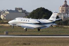 Luqa, Malta 9 2015 Lipiec: Cessna cytaci lądowanie Zdjęcia Royalty Free