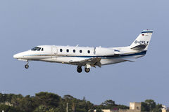Luqa, Malta 9 2015 Lipiec: Cessna cytaci lądowanie Obraz Stock