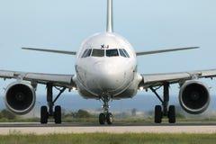 Luqa Malta, 14 2014 Listopad: Alitalia A321 przeor zdejmował zdjęcia stock