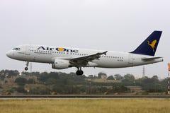 Luqa Malta - 21 Maj 2009: AirOne A320 Arkivbild