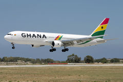 Luqa Malta, 20 Maj 2007: Ghana 767 landning Royaltyfri Foto