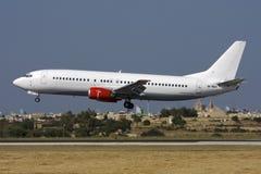 Luqa Malta - 28 Maj 2008: Nästan all vit 737 på finaler Arkivfoto
