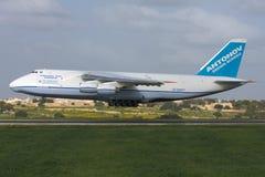 Luqa Malta, 6 mars 2008: Landning An-124 Royaltyfria Foton