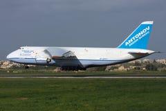 Luqa Malta, 6 mars 2008: Landning An-124 Royaltyfri Foto