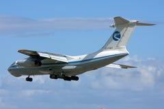 Luqa Malta, 7 mars 2008: Landning Il-76 Arkivfoton