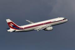 Luqa Malta 3 November 2014: Luft Malta retro A320 Arkivfoton