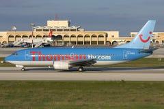 Luqa Malta - 18 November 2007: Thomson 737 Arkivfoton