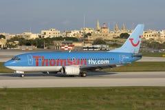 Luqa Malta - 18 November 2007: Thomson 737 Fotografering för Bildbyråer