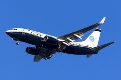Luqa, Malta - 11 novembre 2015: 737 che atterrano Fotografie Stock