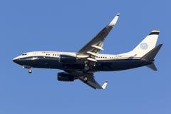 Luqa, Malta - 11 novembre 2015: 737 che atterrano Immagini Stock Libere da Diritti
