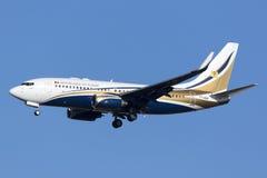 Luqa, Malta - 11 novembre 2015: 737 che atterrano Immagine Stock