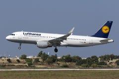 Luqa, Malta, o 19 de julho de 2015: Lufthansa A320 Imagens de Stock