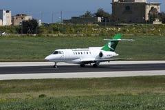 Luqa, Malta, o 12 de março de 2008: HS-125 decolam Fotos de Stock