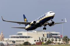 Luqa, Malta - 14. Oktober 2015: Boeing 737 entfernen sich Stockfotos