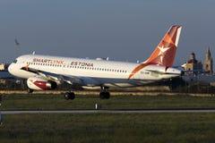 Luqa, Malta am 5. Oktober 2015: Landung A320 Stockbilder