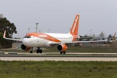 Luqa, Malta - 20 Oktober 2015: Luchtbus A320 klaar voor start Stock Foto