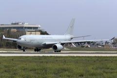 Luqa, Malta - 20 Oktober 2015: Luchtbus A330 klaar voor start Stock Fotografie