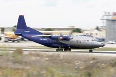 Luqa Malta - 1 Oktober 2015: Panorerat skott av An-12 Arkivfoto