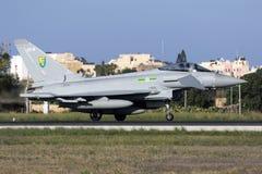 Luqa Malta - 19 Oktober 2015: RAF Typhoon Royaltyfri Bild