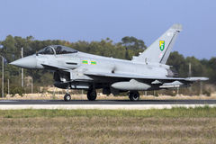 Luqa Malta - 20 Oktober 2015: RAF Typhoon Royaltyfria Foton
