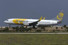 Luqa Malta 7 Oktober 2015: 737 som landar Royaltyfria Foton