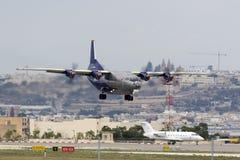 Luqa, Malta - 1° ottobre 2015: Brevi finali An-12 Fotografia Stock