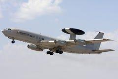 Luqa, Malta, 1 2012 Październik: AWACS zdejmował Obrazy Stock