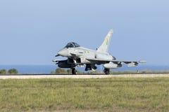 Luqa, Malta - 19 2015 Październik: RAF tajfun Obrazy Stock