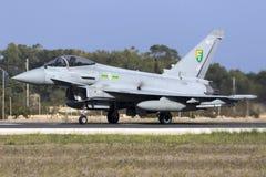 Luqa, Malta - 20 2015 Październik: RAF tajfun Zdjęcia Royalty Free