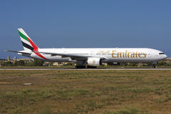 Luqa Malta 6 September 2008: 777-300 åka taxi för ta av Arkivbild