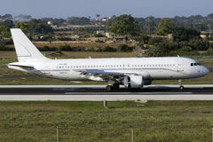 Luqa, Malta - 17. September 2015: A320 Stockbilder