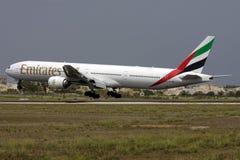 Luqa Malta 6 September 2008: 777-300 landa Arkivbilder