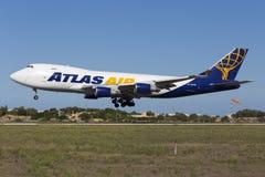 Luqa, Malta - 26. September 2015: 747 landend Stockbild