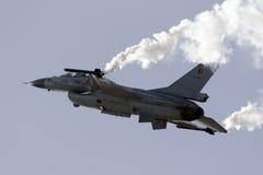 Luqa Malta - 25 September 2015: Skärm F-16 Royaltyfri Bild