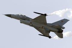 Luqa Malta - 25 September 2015: Skärm F-16 Royaltyfri Foto
