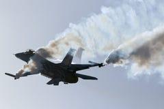 Luqa Malta - 27 September 2015: Skärm F-16 Royaltyfri Foto