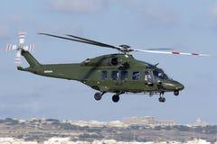 Luqa, Malta - 28 settembre 2015: AW189 decollano Fotografia Stock