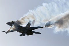 Luqa, Malta - 27 settembre 2015: Esposizione F-16 Fotografia Stock Libera da Diritti