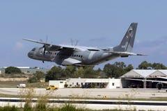 Luqa, Malta - 28 settembre 2015: Il CN-235 decolla Fotografie Stock Libere da Diritti